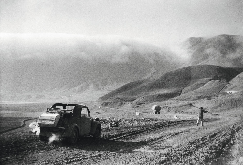 En route vers l'est après la fonte des neiges, Azerbaïdjan, printemps 1954, photographie de Nicolas Bouvier