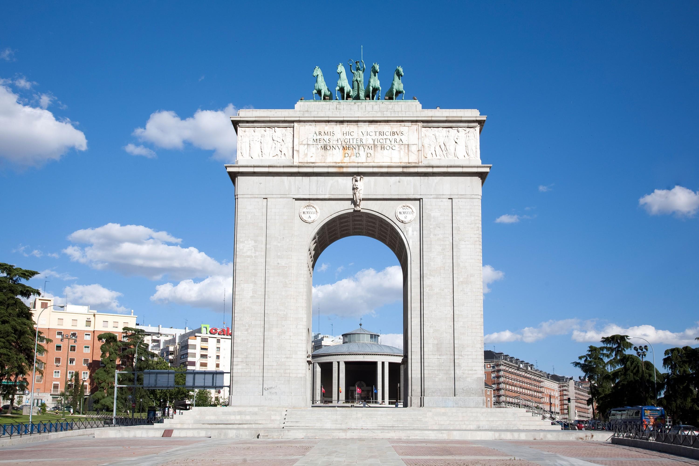 Arco de la Victoria, Monumento para homenajear la victoria de Franco, Madrid.