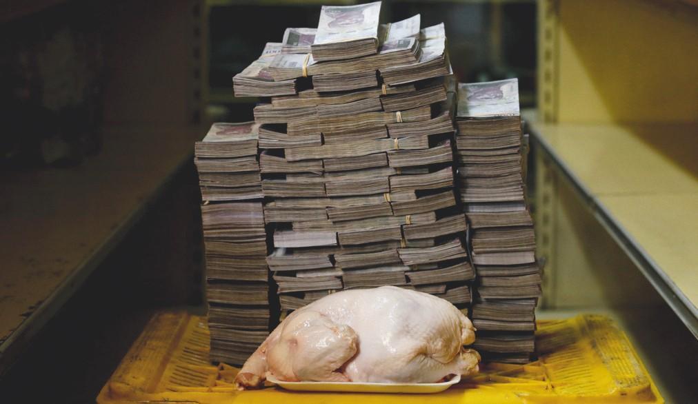 En août 2018, on échangeait au Venezuela un poulet de 2,4 kg contre 14 600 000 bolivars. Une illustration de l'hyperinflation.