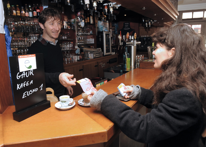 L'eusko, monnaie locale, est devenue un moyen de paiement courant au Pays basque français.
