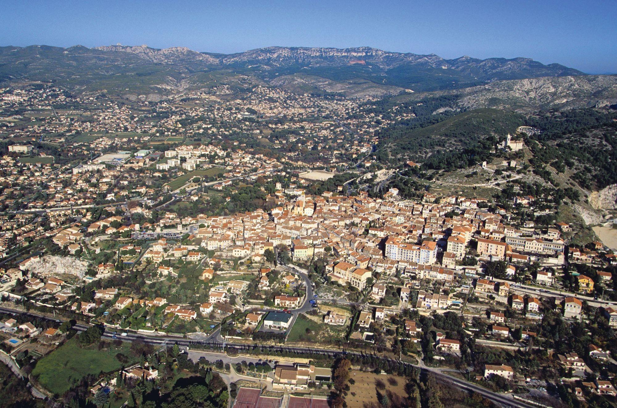 Vue aérienne de la commune d'Allauch