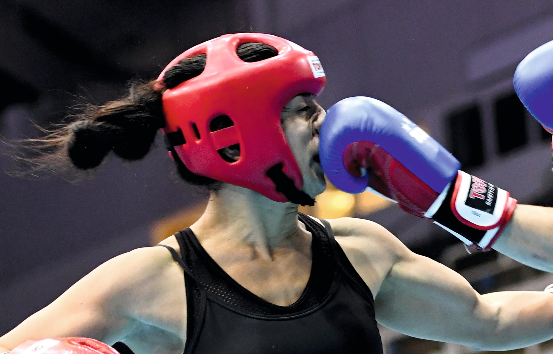 Combat de kick-boxing entre Adva Ohayon et Jeronime Moser.