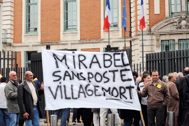 Manifestation contre la fermeture des services publics en milieu rural