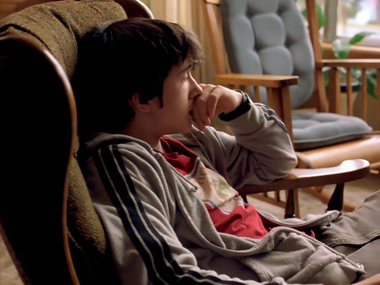 Dans cette séquence Alex, après avoir joué Lettre à Élise, regarde un reportage sur les nazis à la télévision (43'55).