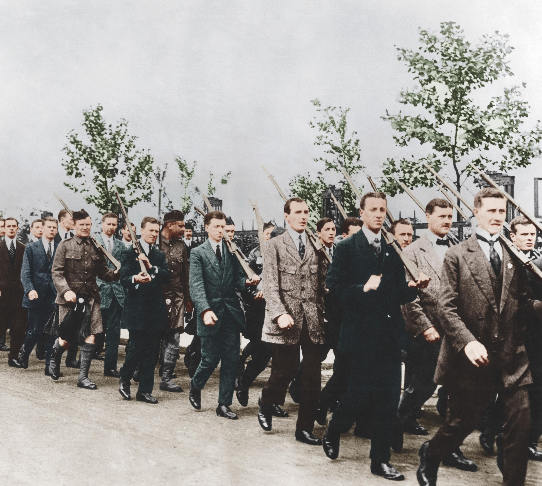 Photographie anonyme (colorisation numérique), Londres, 4 août 1914.