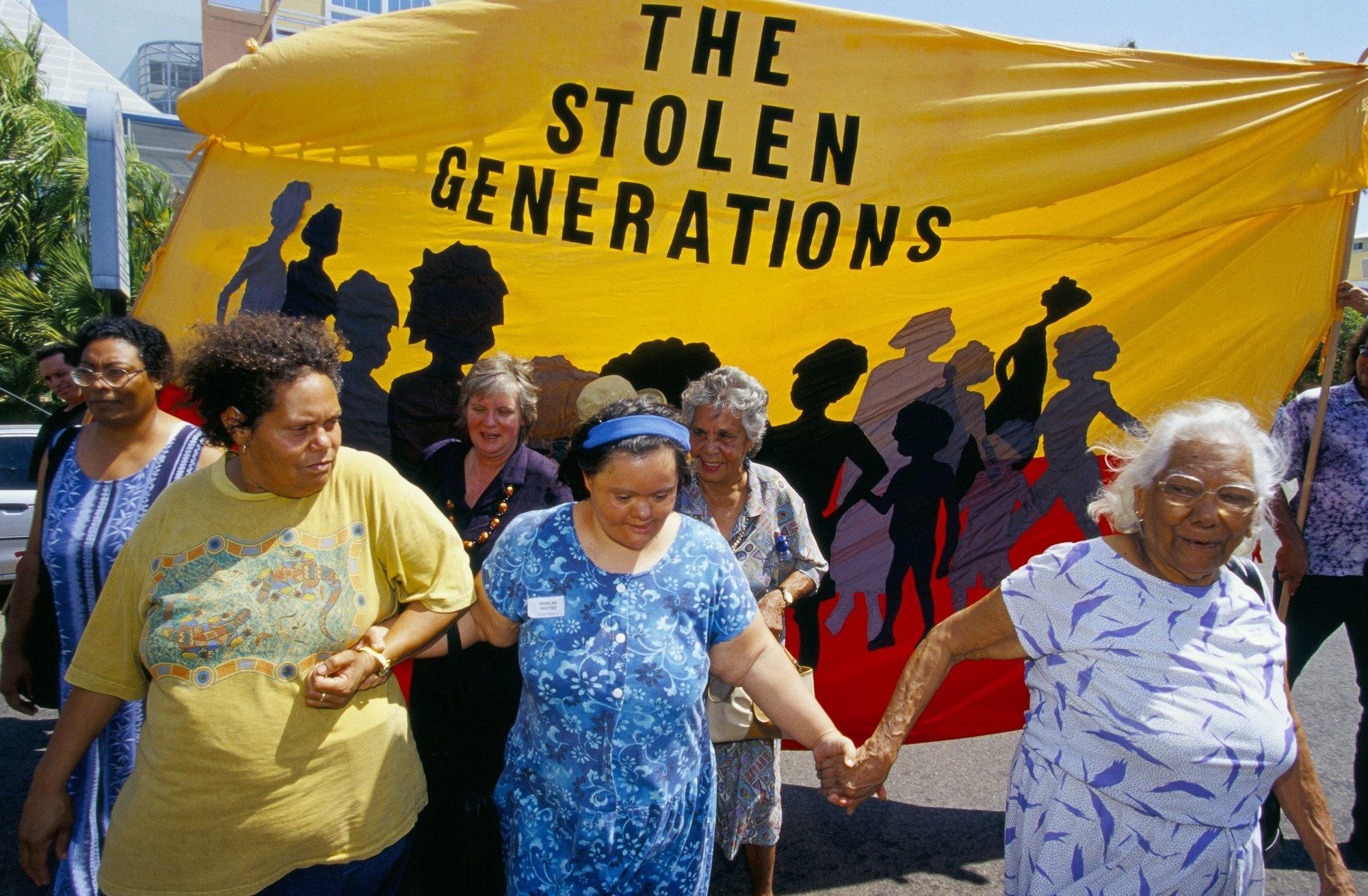 Stolen Generations Australia supporters outside Darwin Federal Court, 2000.