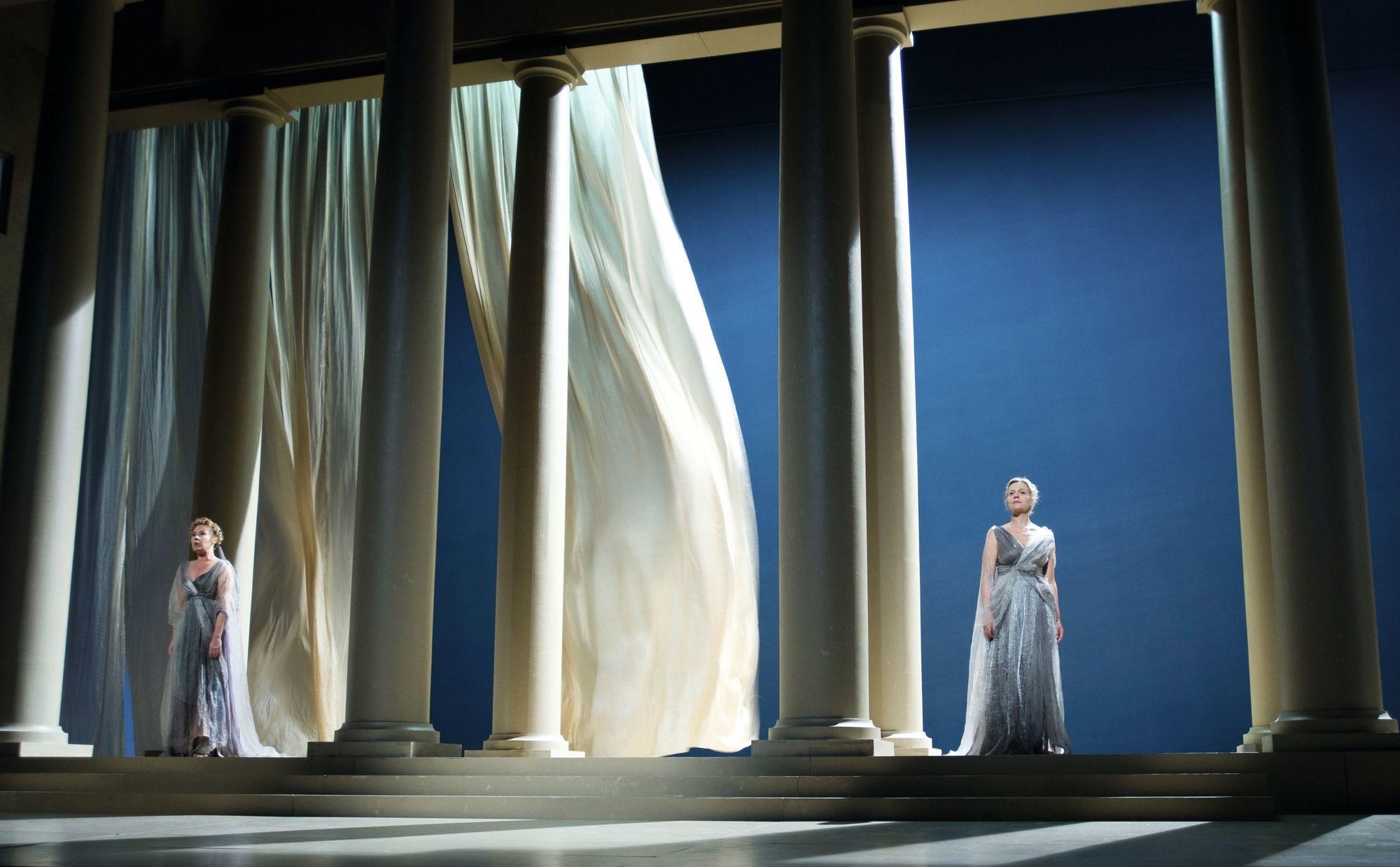1 Jean Racine, Andromaque, mise en scène de Muriel Mayette-Holtz, Comédie-Française, Paris, 2010.