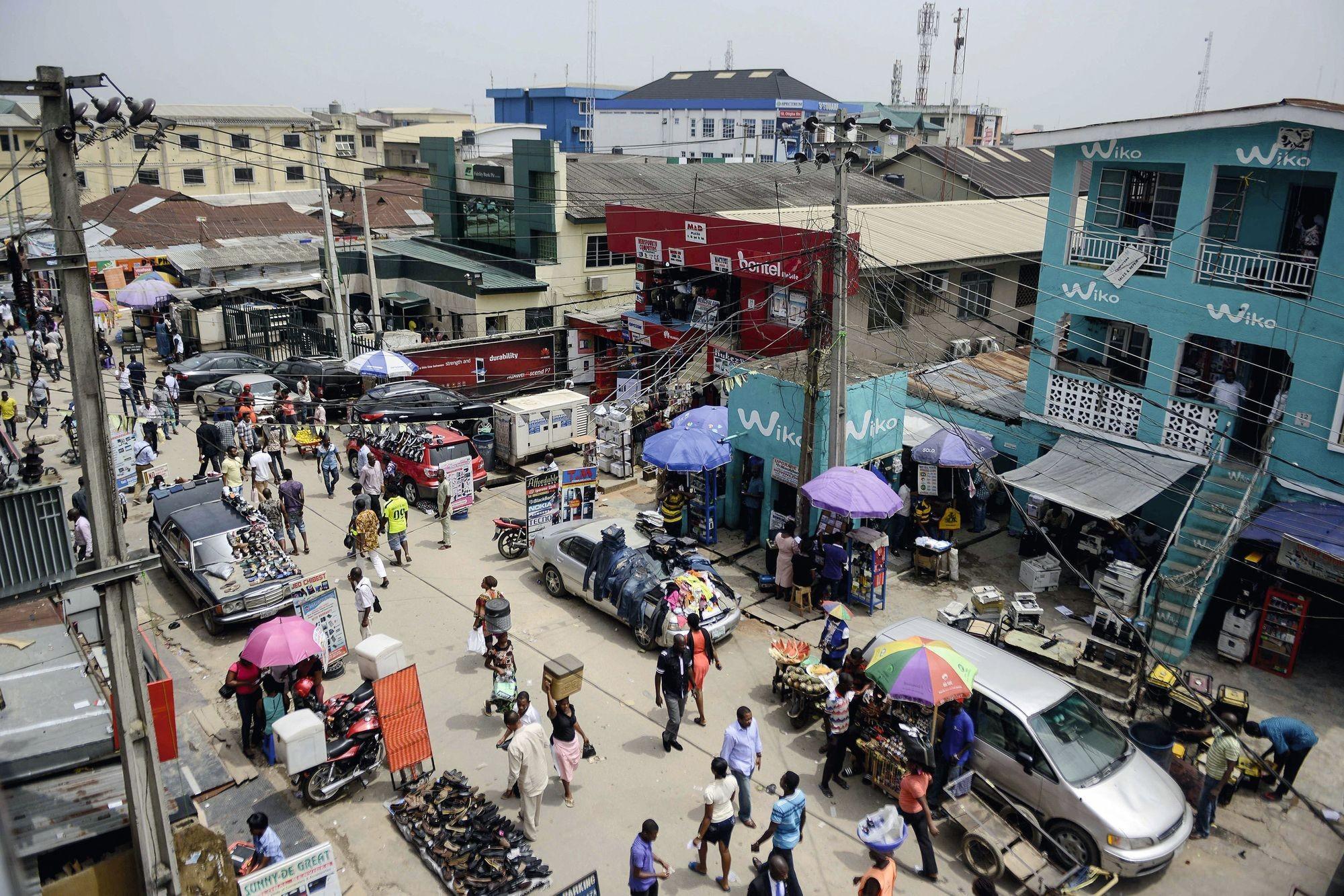 Le marché aux ordinateurs d'Ikeja à Lagos