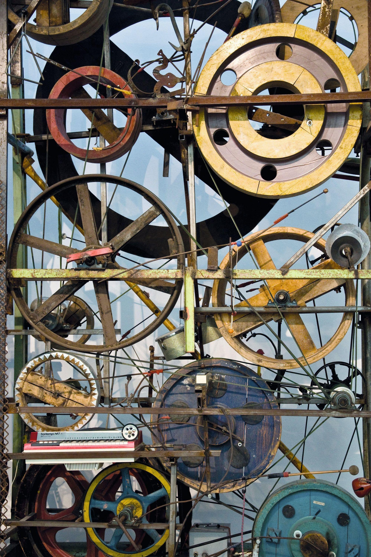 Jean Tinguely, Méta-Harmonie II  roues essieux instruments de musique