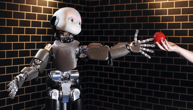 Un robot iCub développé par l'université de Gênes (Italie) et présenté lors de l'exposition « Robotville » au Science Museum, Londres, Grande-Bretagne, 2011.
