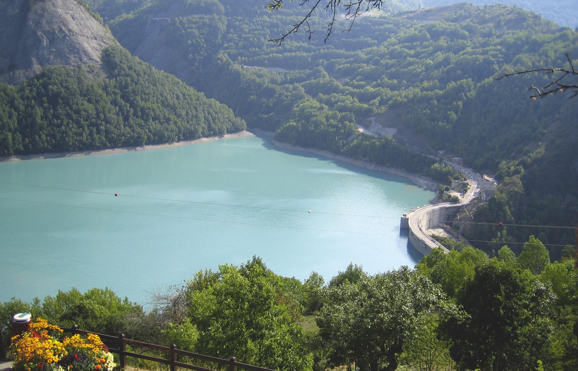 Le lac du barrage de Chambon.