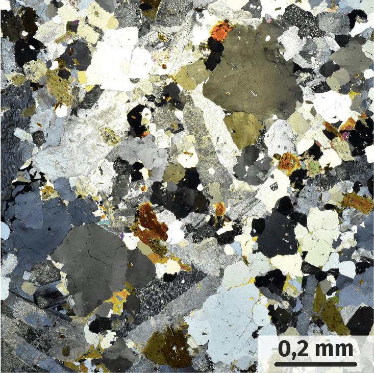 un granite, roche composée de minéraux en forme de grains emboîtés