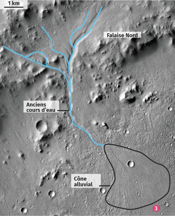 Vue satellitaire en noir et blanc de la bordure Nord du cratère Gale.