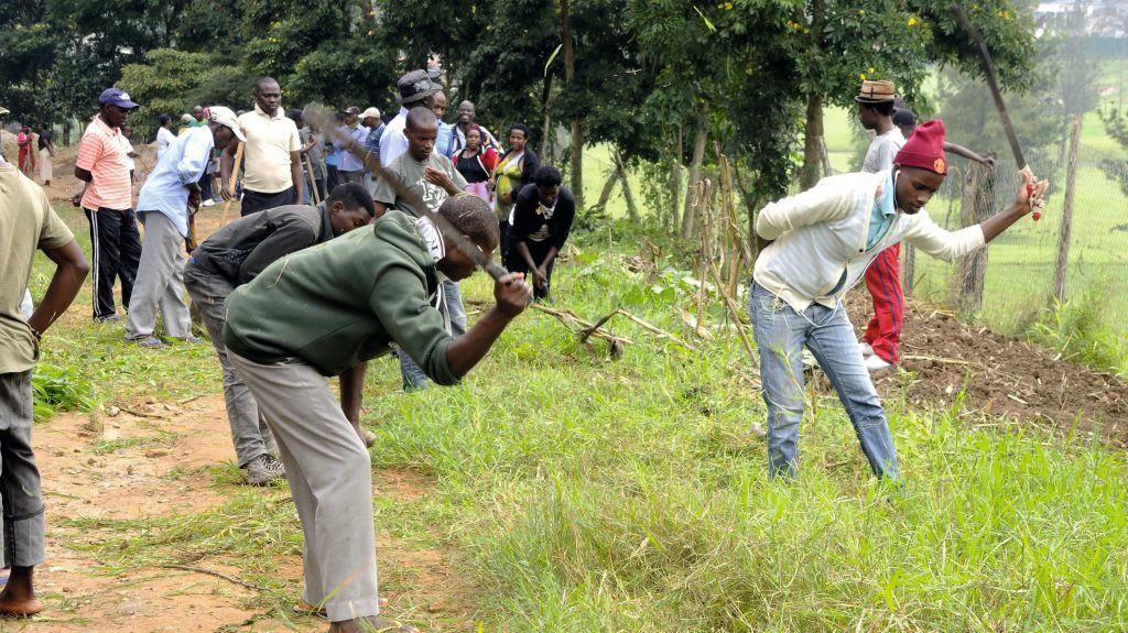 Habitants de Kigali participant à l'umuganda