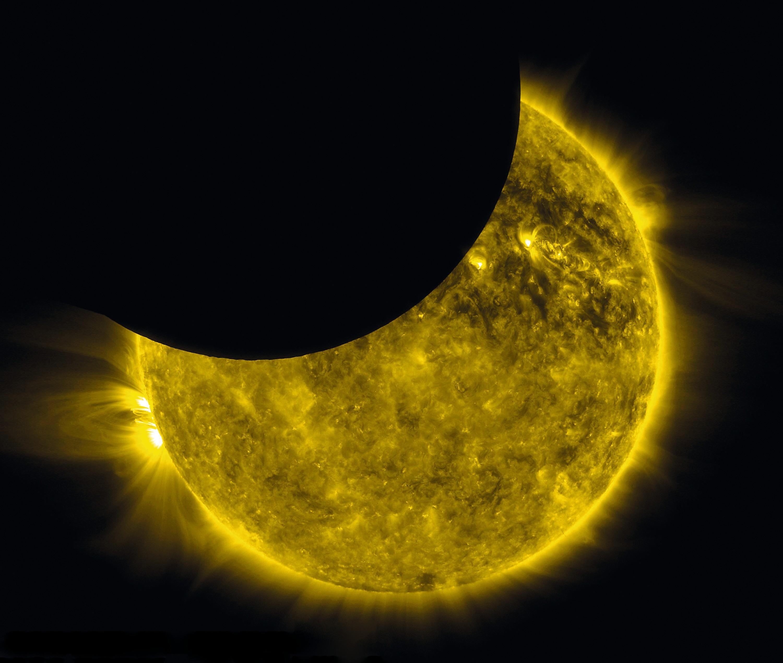 Une éclipse solaire partielle, vue de l'espace