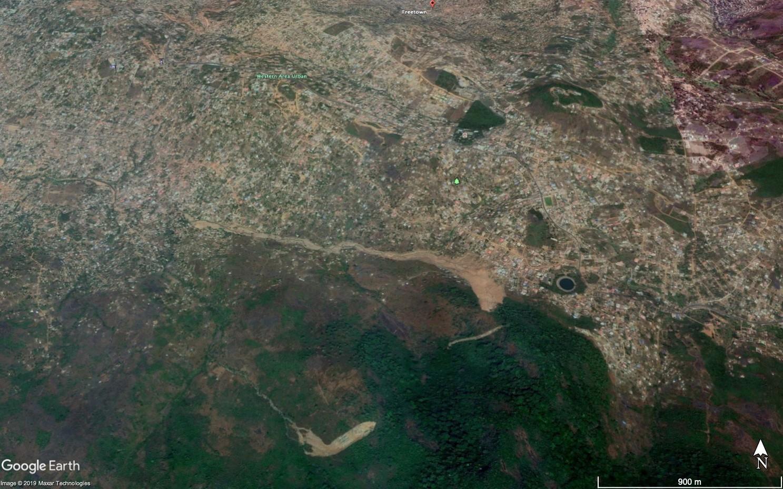 Image satellite du quartier de Freetown en février 2018, après les glissements de terrain