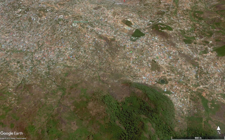 Image satellite d'un quartier de Freetown (Sierra Leone) en mars 2017, avant les glissements de terrain