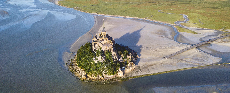 Vue aérienne du Mont-Saint-Michel.