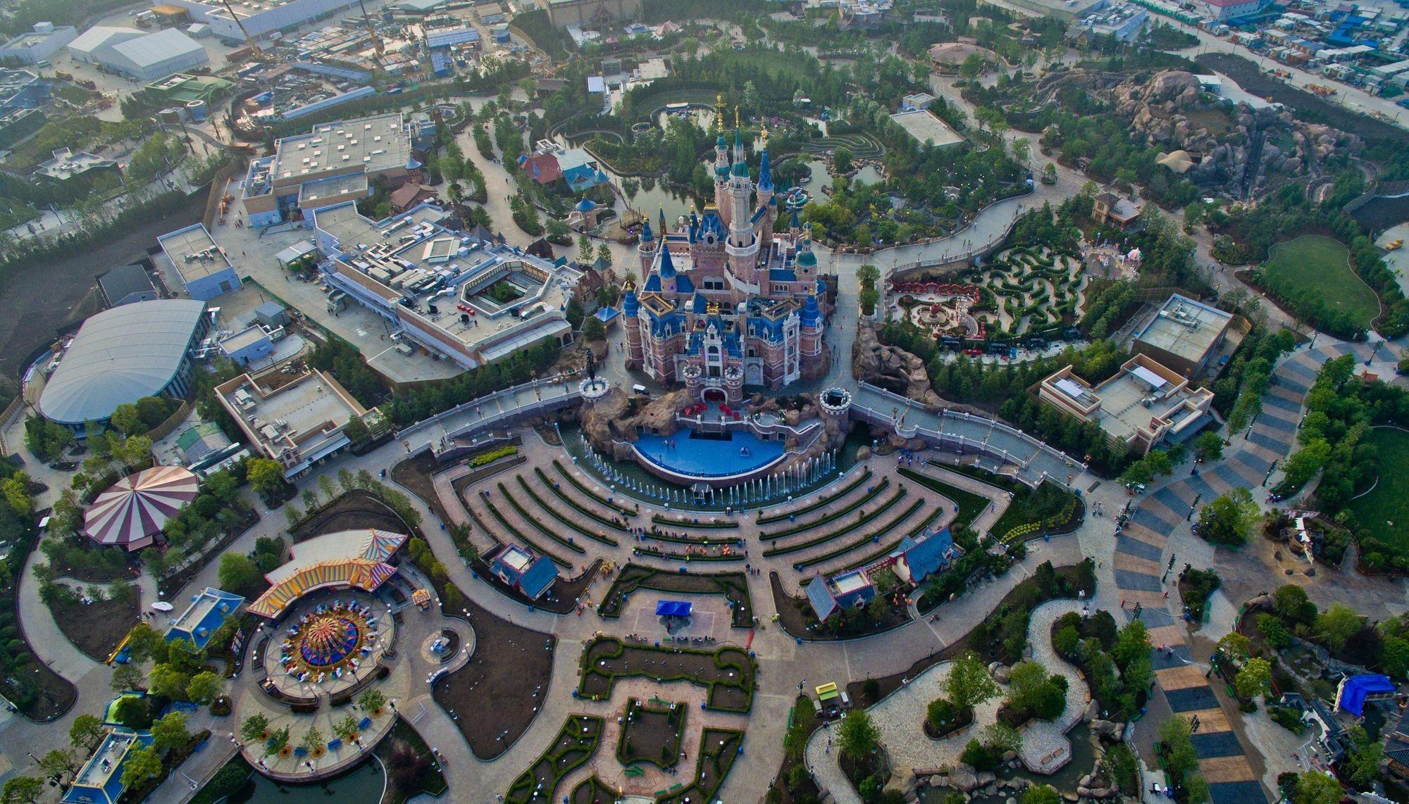 Disneyland, Shanghai, 2016